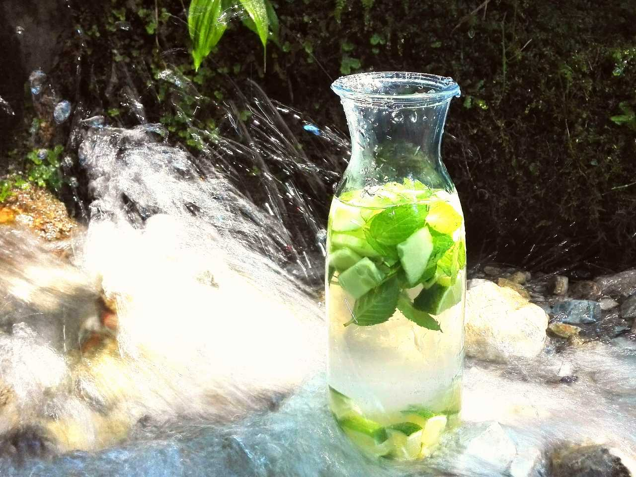 Mit Wasser zu schöner, straffer Haut! 10 wertvolle Tipps für die Umsetzung im Alltag