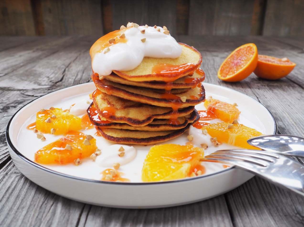 Soulfood! Orangen-Buchweizen-Pancakes mit Kokosjoghurt